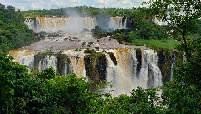 น้ำตกอีกวาซู ยิ่งใหญ่และสวยงาม ที่นี่บราซิล